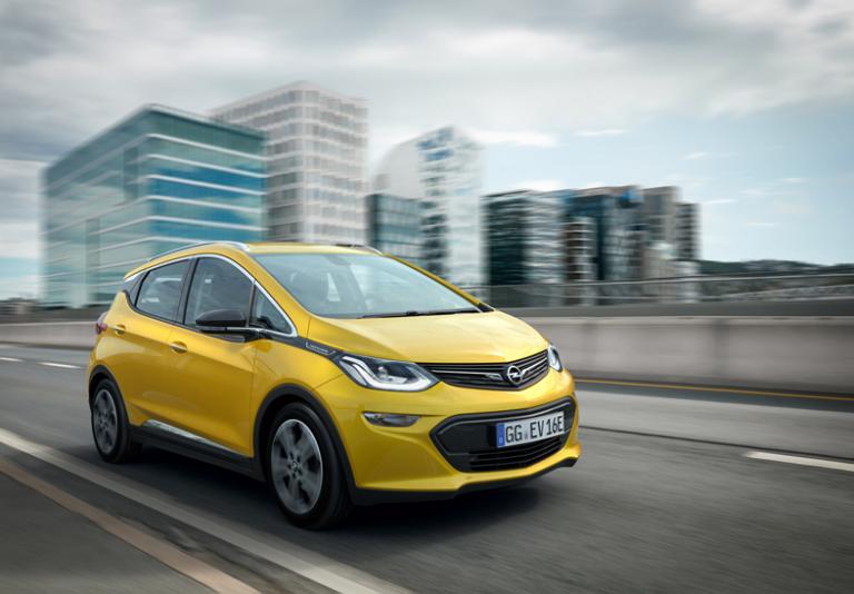 Ampera-e: la nuova auto elettrica della Opel che batte ogni record!