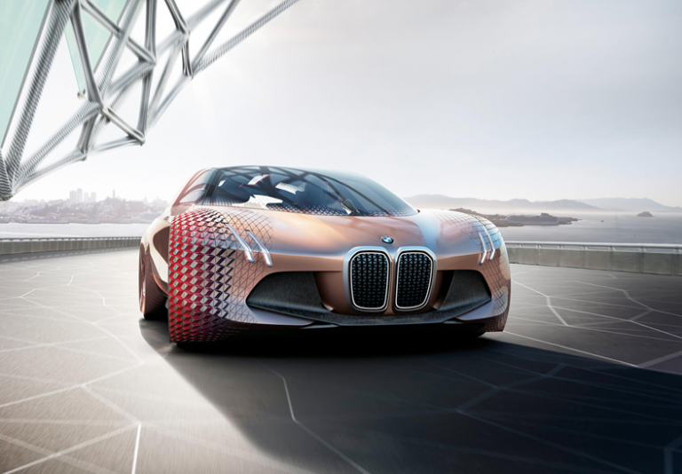 Vision Next 100: BMW lancia l'auto del futuro dalla guida autonoma!
