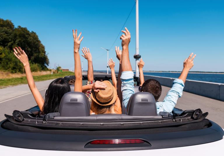 Giovani alla guida: abitudini e sregolatezze degli italiani al volante!