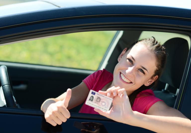 Rinnovo patente auto: da oggi con un clic si rinnova on line!